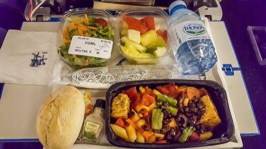 Abendessen im Flugzeug